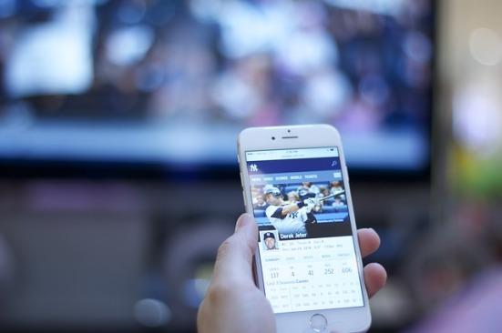Ver la TV tuiteando la verdad es que tiene su puntillo
